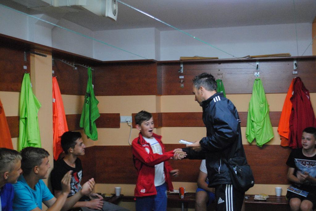 Trener Zdzisław Marszolik dziękuję młodym piłkarzom Rymera