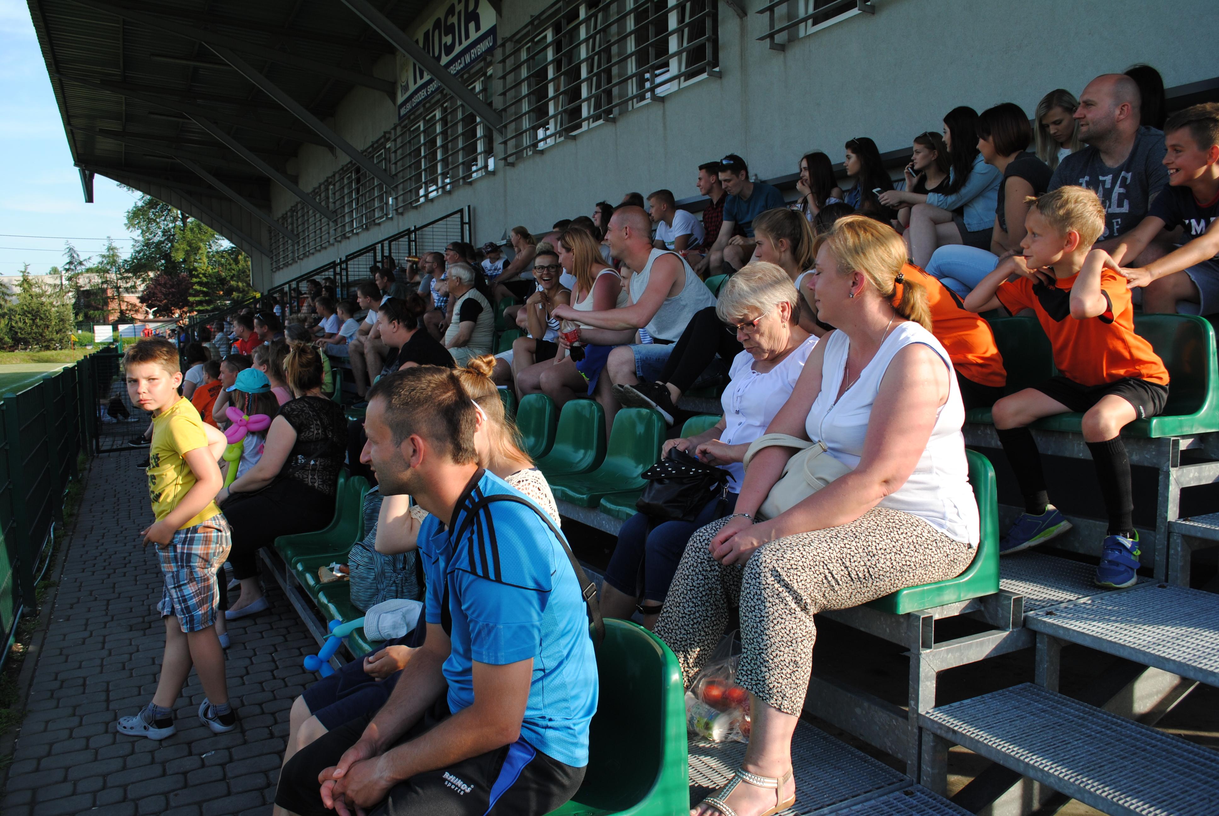 Pełne trybuny stadionu KS Rymer