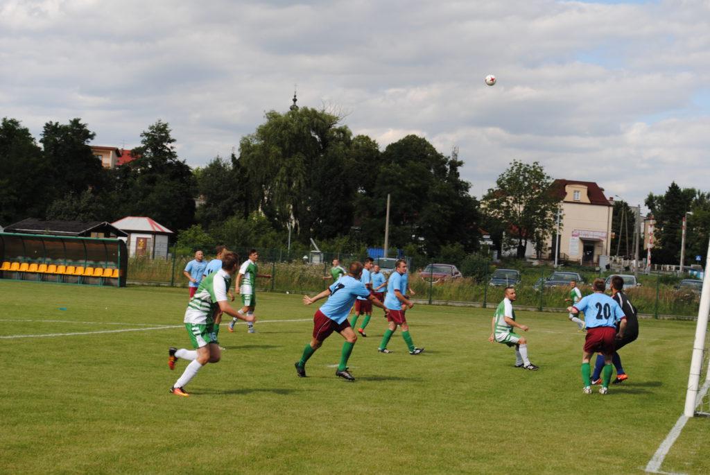 piłkarze Rymera i Górnika Boguszowice na murawie