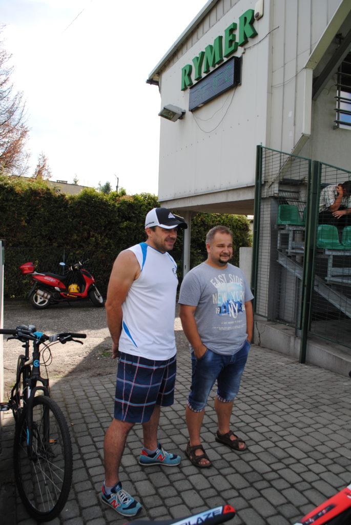 z prawej strony Grzegorz Kozik (wiceprezes Rymera)