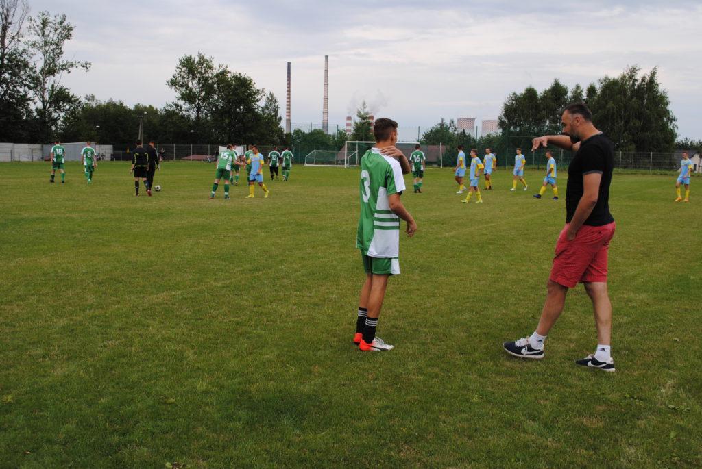 Piłkarze Rymera i Zucha na boisku w Orzepowicach