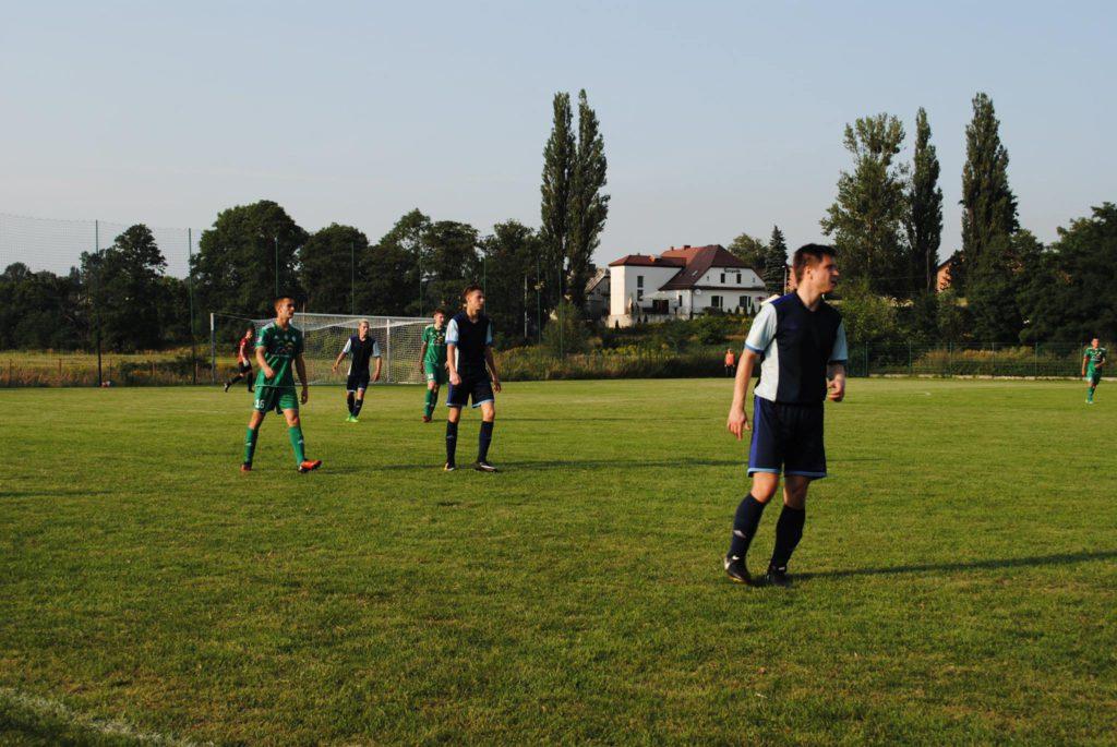piłkarze Rymera i ROWu II na murawie