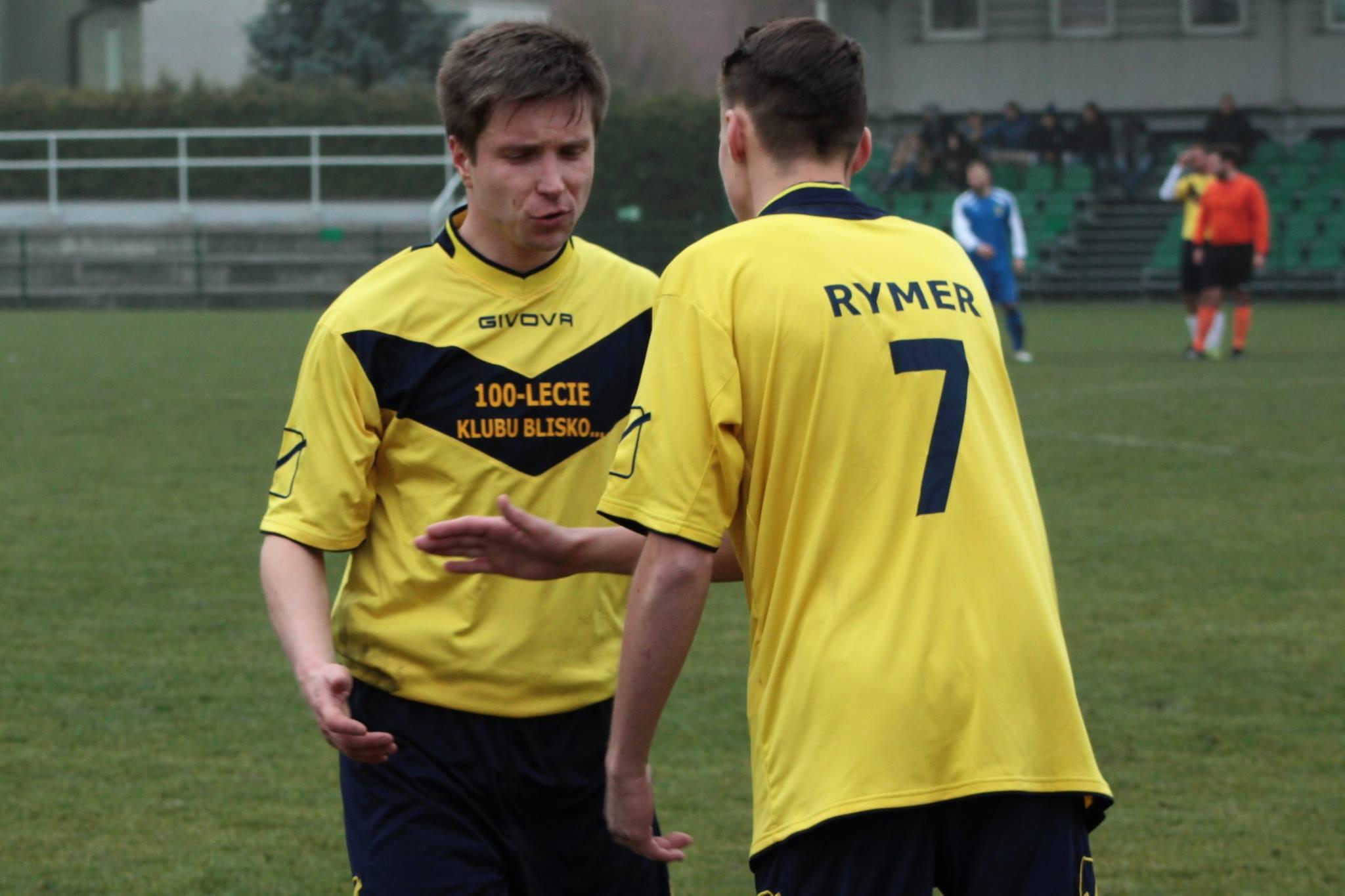 piłkarze Rymera i Ciochowic na murawie