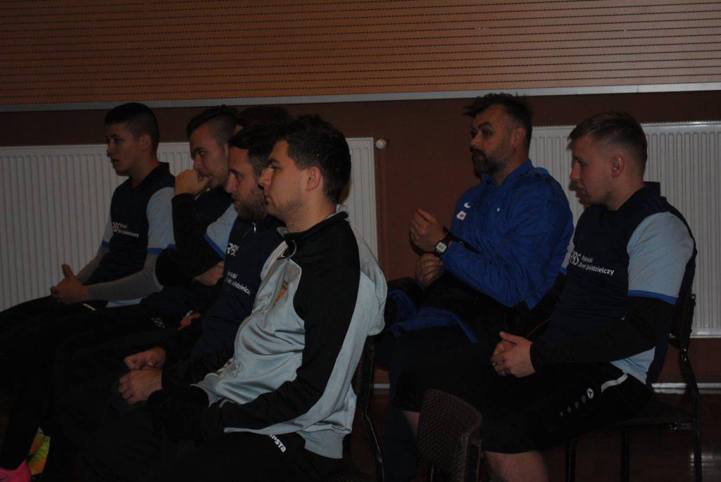 piłkarze Rymera słuchają Jacka Trzeciaka