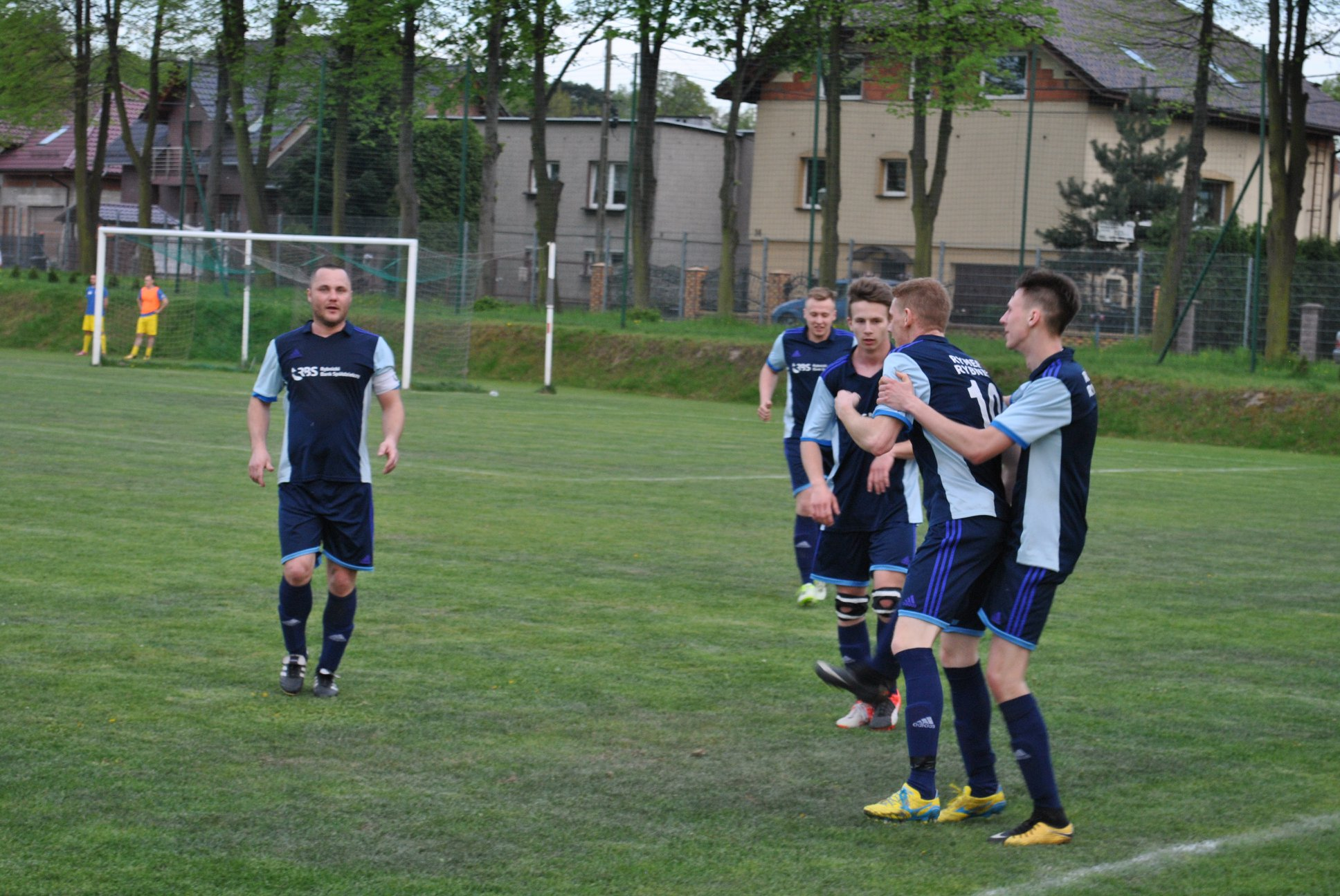 radość piłkarzy Rymera po strzelonym golu na 1:2