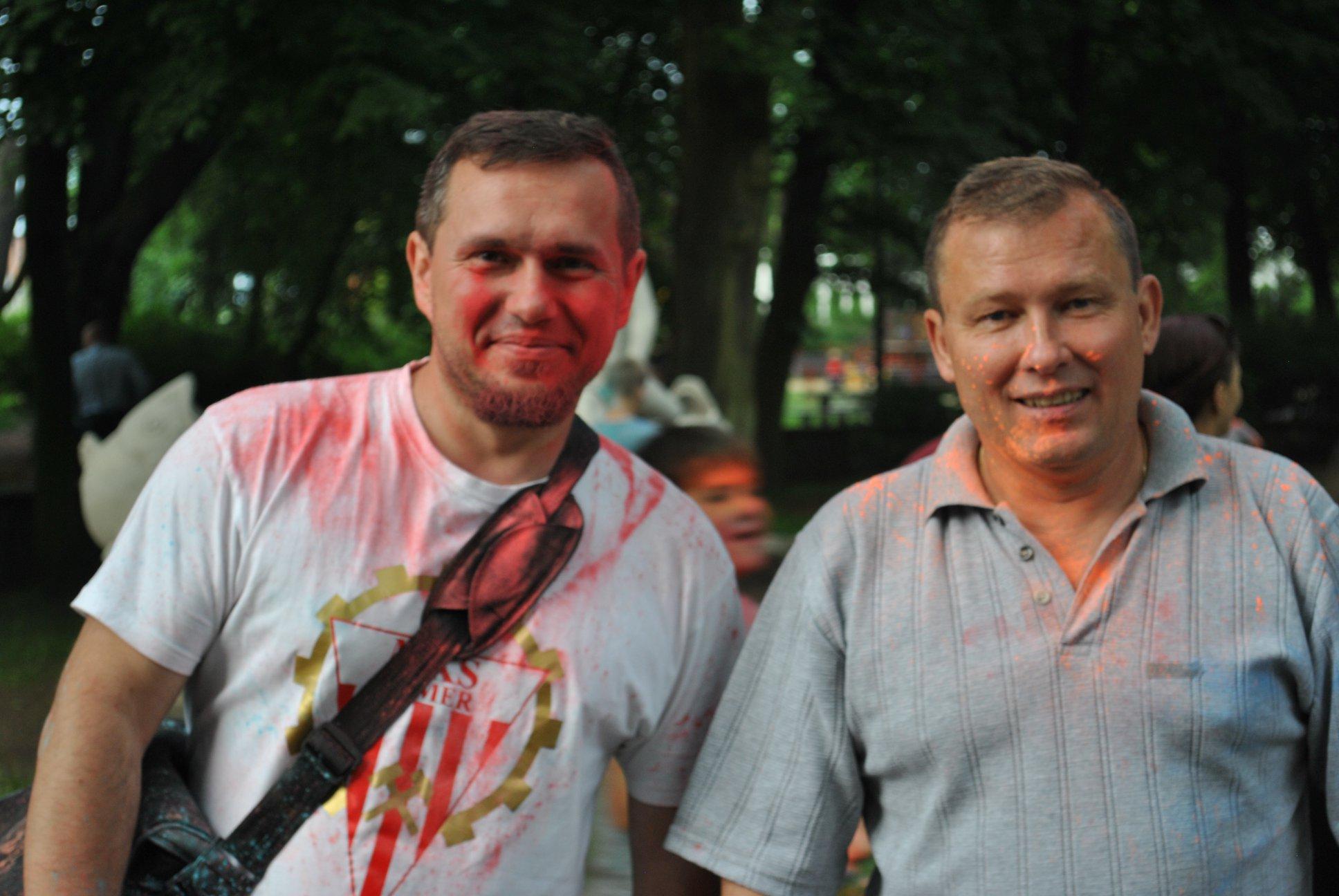 Mirosław Górka i Dariusz Krettek z KS Rymer chwilę po zabawie proszkiem holi