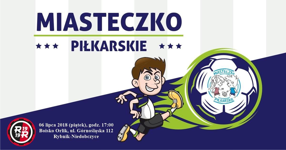 Plakat Miasteczko Piłkarskiego PZPN, chłopiec kopie piłkę nożną