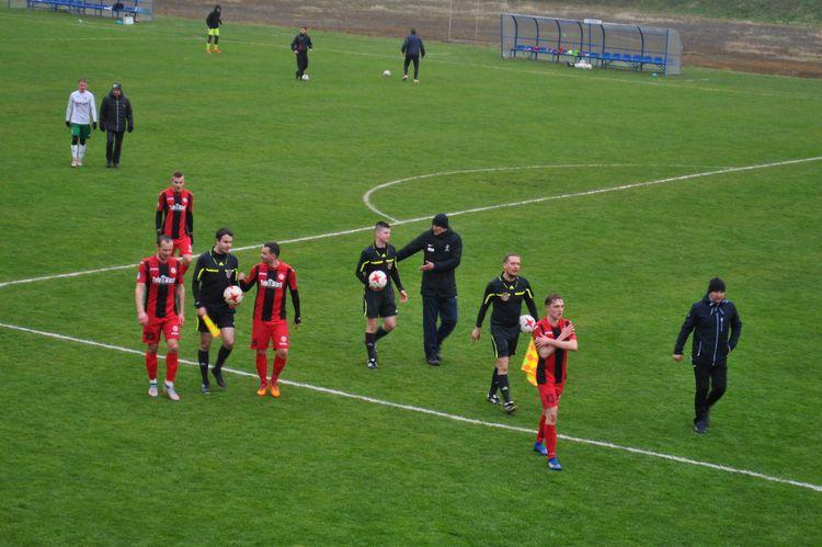 piłkarze Rymera na boisku w Łabędach